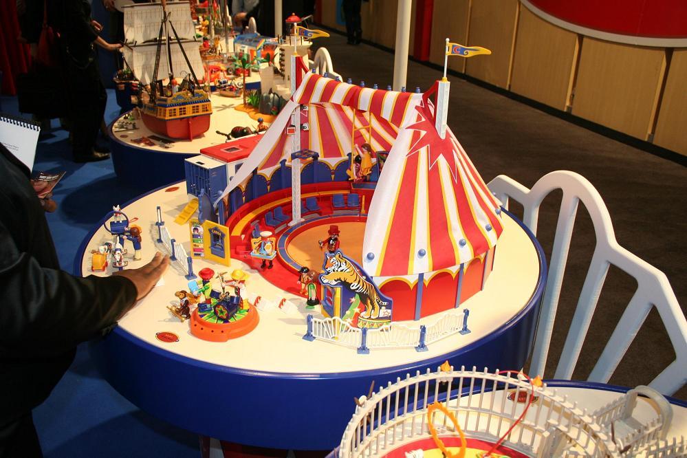 playmobil circus playmobil circus playmobil circus balancing on thin ...