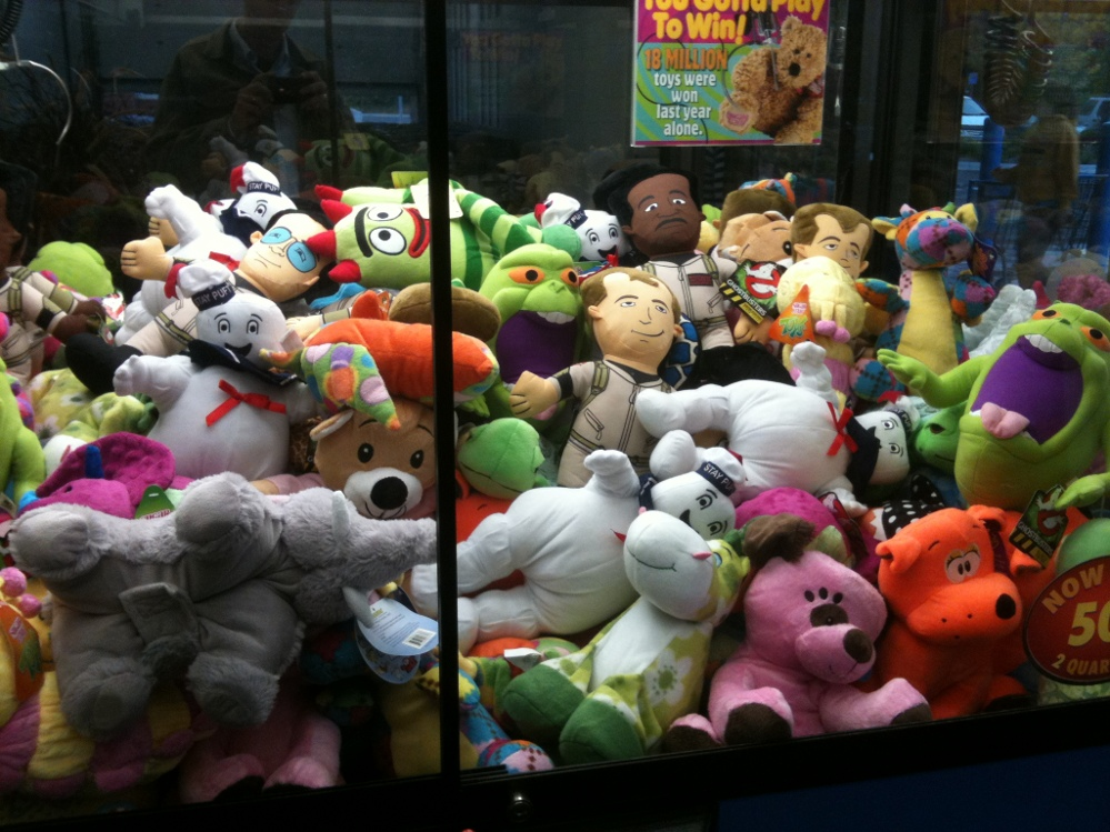 dave and busters claw machine