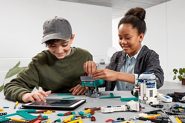Press Release - LEGO Star Wars BOOST Droid Commander set