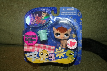 Littlest Pet Shop - #997 - Camel with Blanket and Blue Bucket - Special Edition!